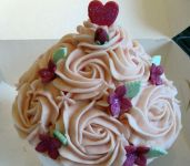Giant_cupcake_with_rosettes3.jpg