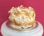 Lemon_meringue_cake.jpg